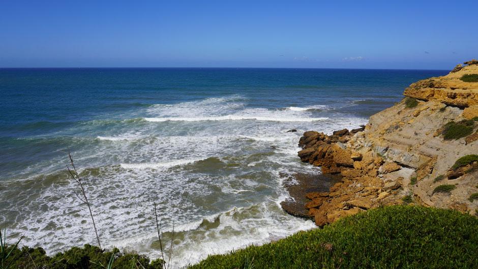 Eine Wucht - die Felsen und die Wellen ...