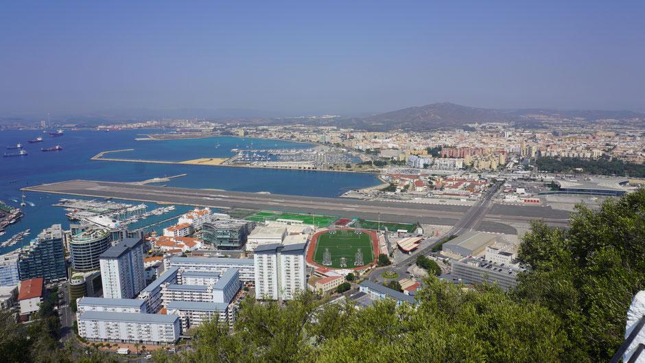 Gibraltar, Flughafenpiste, Spanische Grenzstadt La Linea de la Conception ...