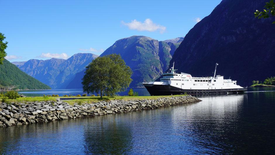 Mit der Fähre 1 Stunde Fjordcruisen in bezauberndem Ambiente