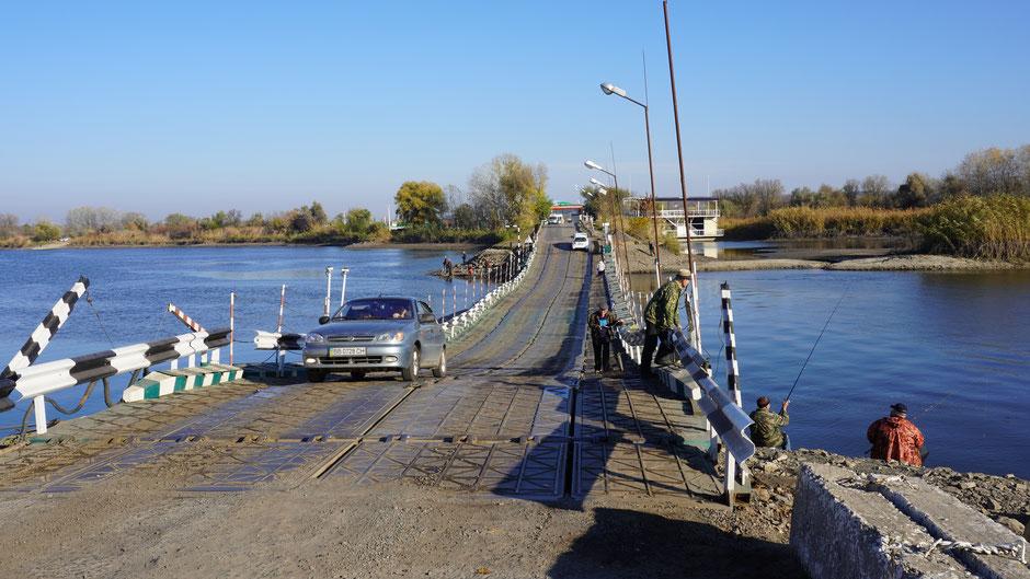 Eine archaiische Brücke, doch den Zweck erfüllt auch sie