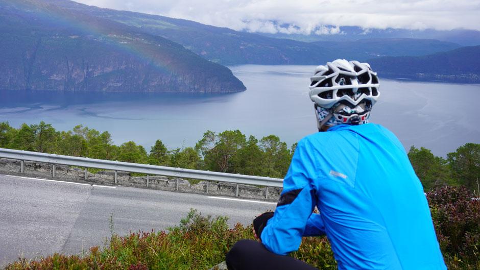 Fjord- und Regenbogenschauen ...