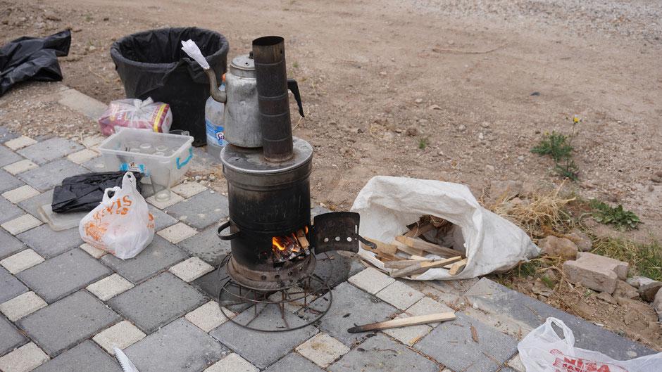 Cay, das wichtigste Getränk in der Türkei. Hier aus einer improvisierten Straßenküche