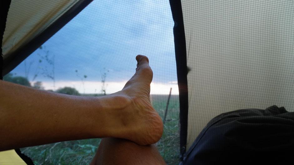 Hotel ließ sich keines finden heute, doch Füße hochlagern kann man auch im Zelt