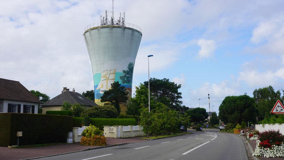 Keine Schönheit, doch probiert den Turm etwas schöner zu machen ...