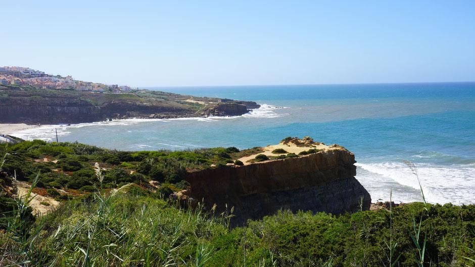 Und immer wieder eine tolle Bucht mit spektakulären Felsen ...