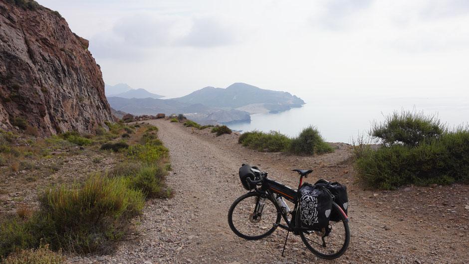 Eher was für Mountainbikes. Doch auch mit Gepäck ging es runter ...
