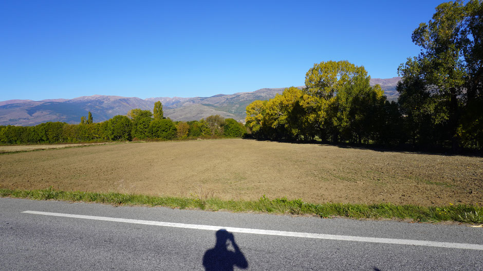 Klare Luft, blauer Himmel, bunte Landschaft ...