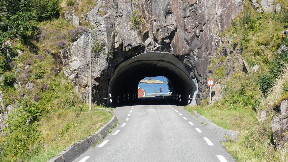 Blau am Ende des Tunnels