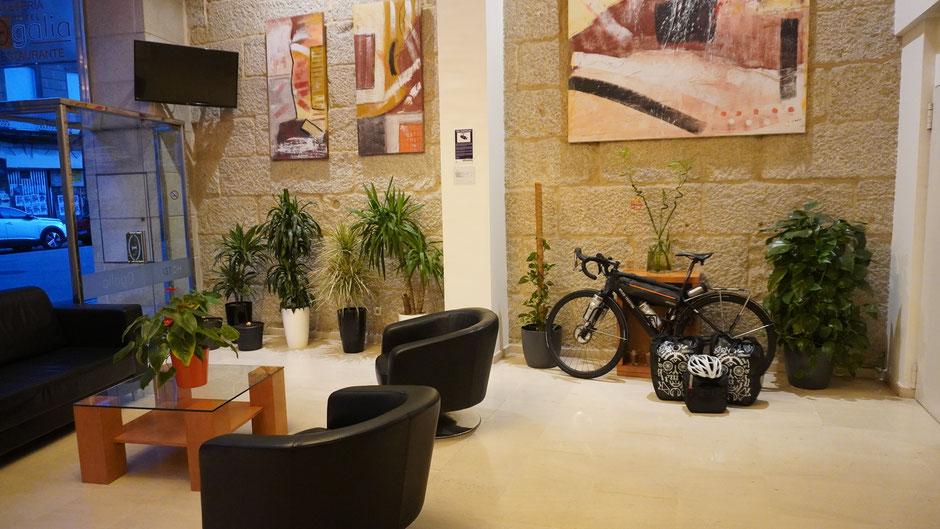 So ein Fahrrad ist auch in einer Hotel-Lobby dekorativ ...