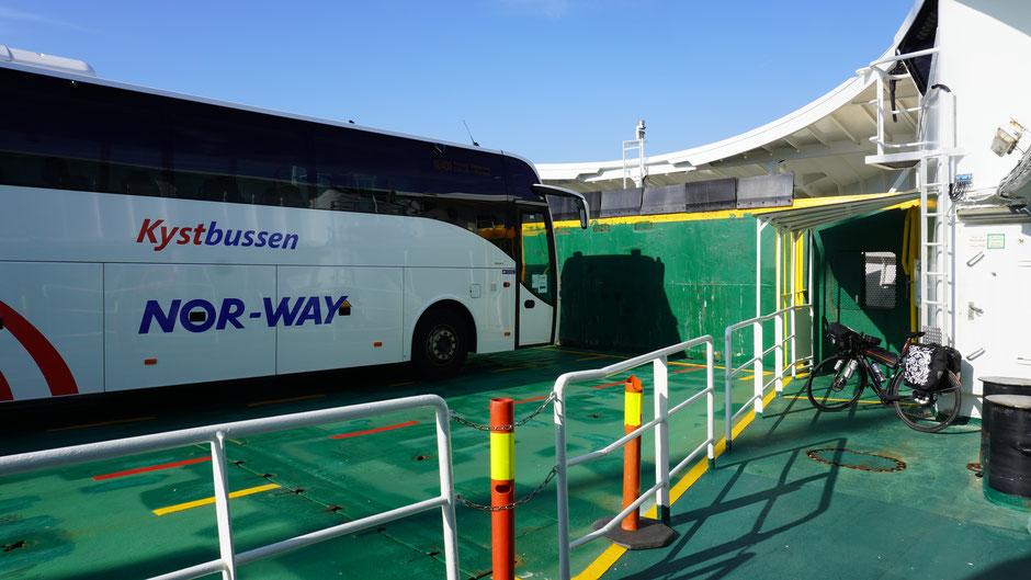 Mit Bus und Fähre lässt es sich flott cruisen ...