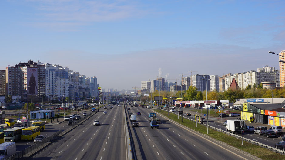 Voller Kontrast: Übergang vom Land in die Stadt