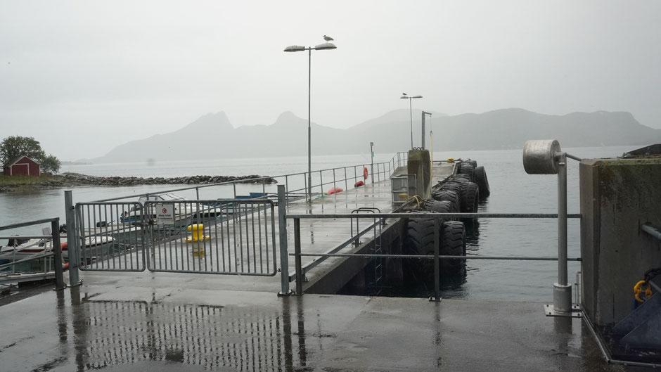 Nass und Grau am Fährhafen - auch so kann Norwegen sein
