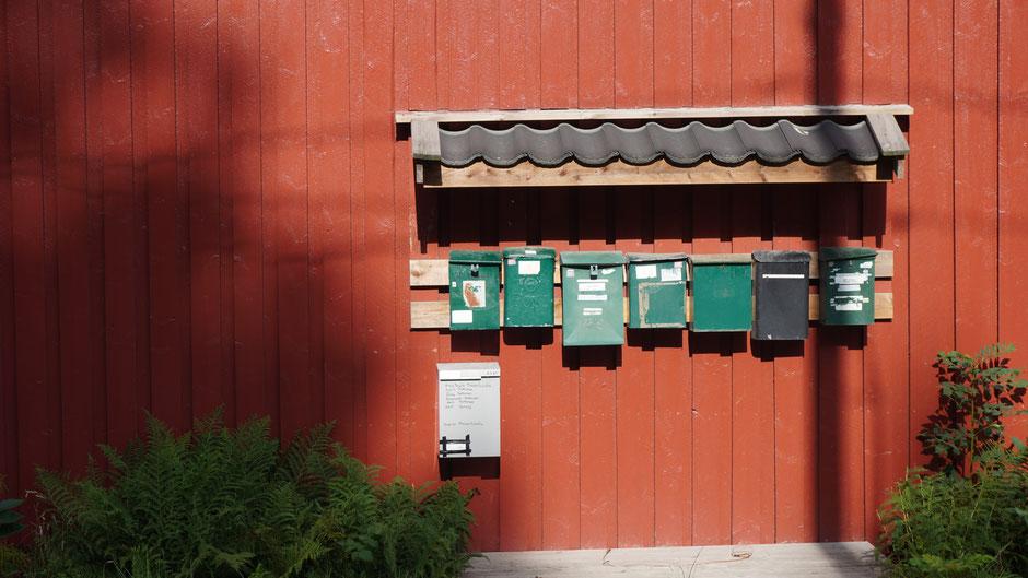 Briefkästen mit Regenschutz