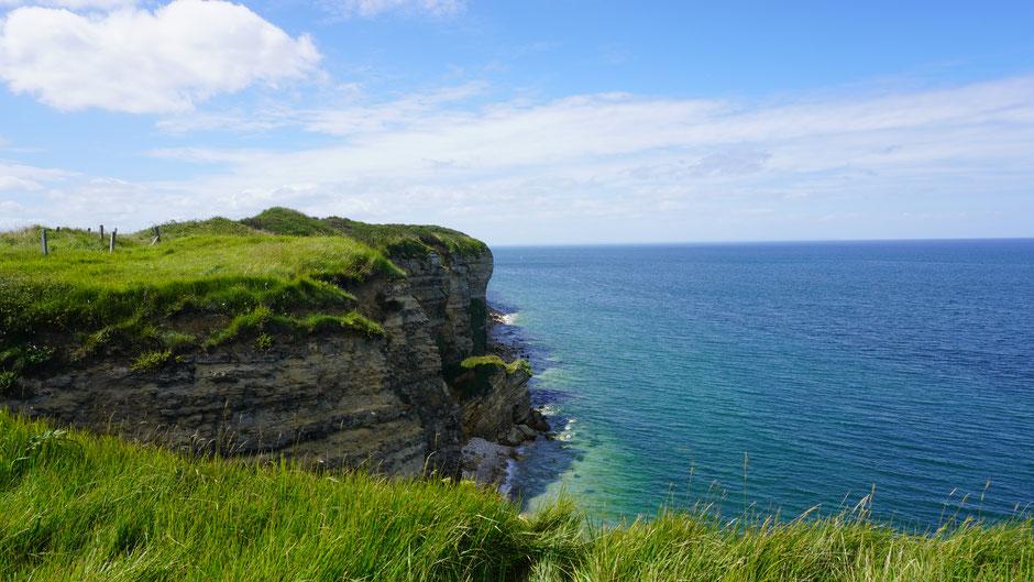 Schroff und steil die Küste