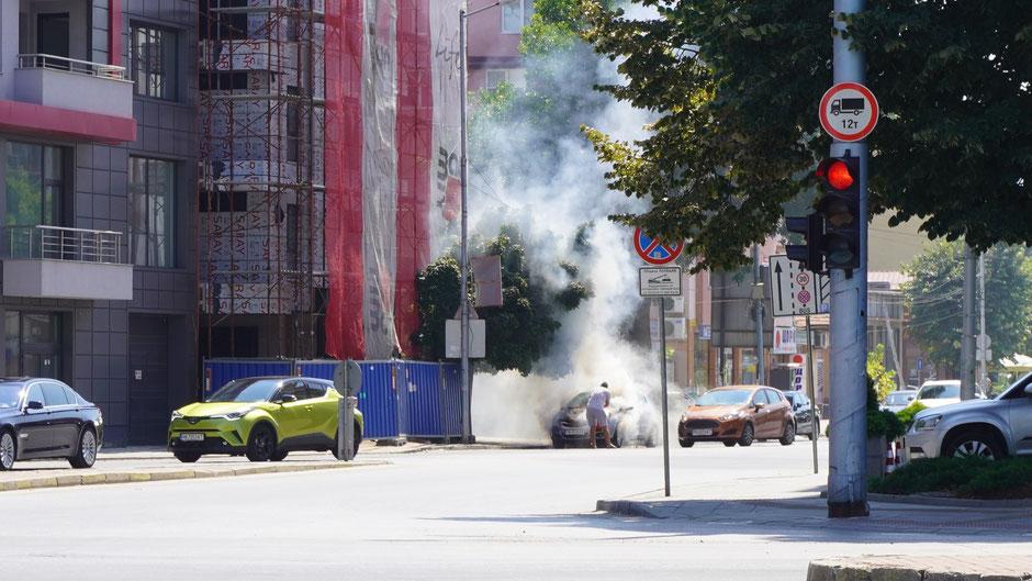 Plovdiv, Kulturhauptstadt. Der Autobrand ist jedoch keine Kunstinstallation