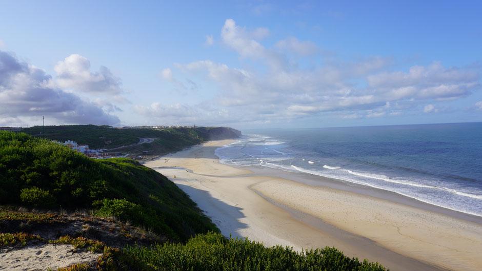 Leerer Strand, dafür etwas Dunst, und weite Sicht ...
