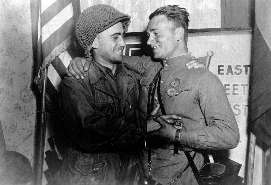 Symbolisches Treffen am 27. April 1945 zwischen William Robertson und Alexander Silwaschko nahe Torgau
