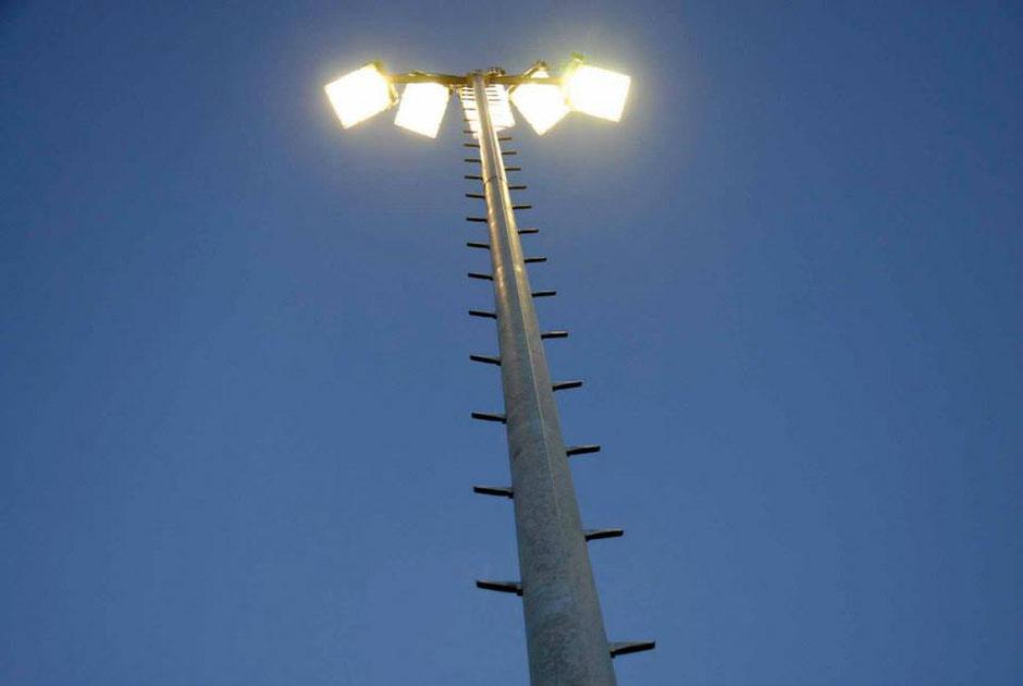 Nach dem Landesliga-Aufstieg erhielt der Sportplatz Heiligenkreuz am Waasen im Jahr 2013 eine Flutlichtanlage. Die Eröffnung dieser fand im Oktober 2013 statt.