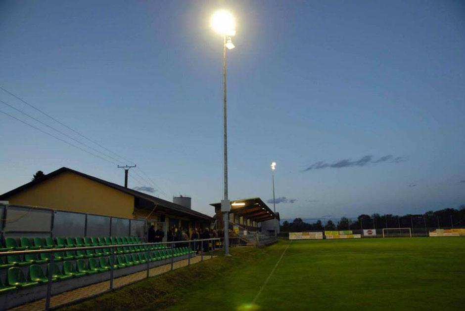 Der heutige Sportplatz wurde nach einer zweijährigen Bauzeit am 5. September 1999 feierlich eröffnet.