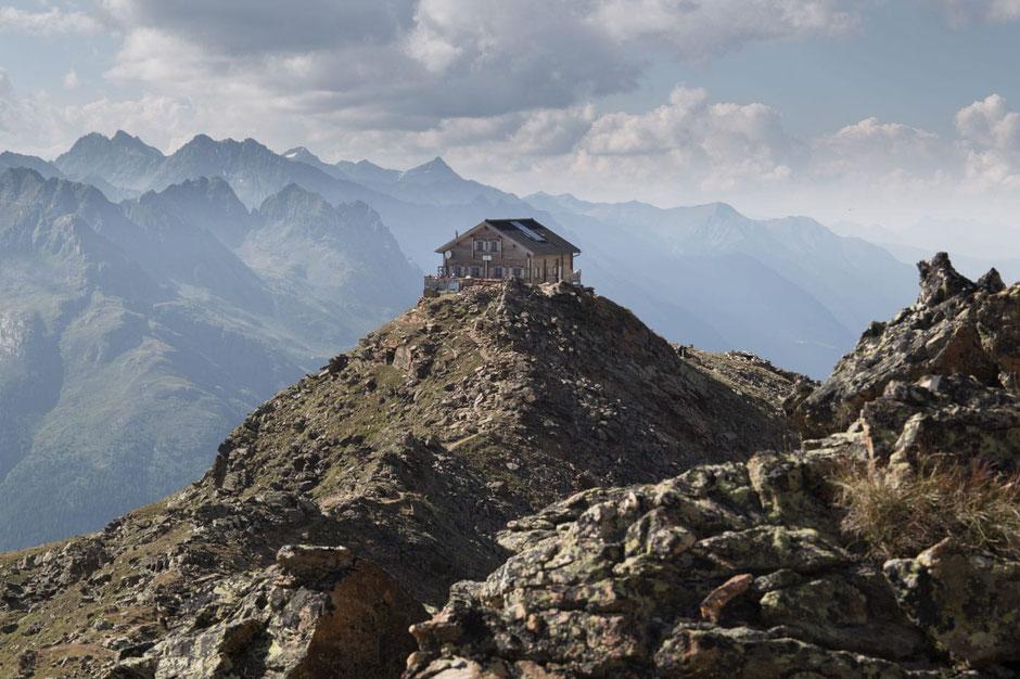 Eine Date mit dem Berg. Rund um die 40 charmantesten Unterkünfte in den Alpen.