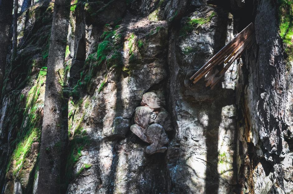 Über den Franziskusweg und den drei Reinbach Wasserfällen zur Toblburg und über die FLY LINE Sand in Taufers zurück