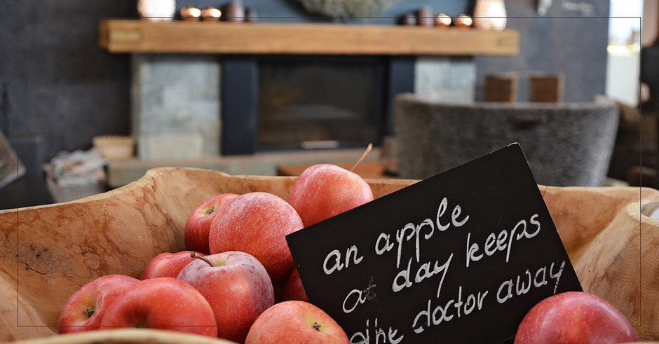 an apple a day keeps the doctor away = gesund bleiben im Hotel Chalet Mirabell in Südtirol