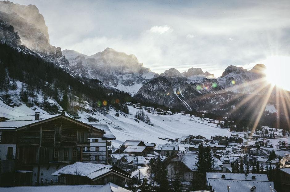 San Cassiano, St. Kassian, Alta Badia, Südtirol - Blick aus dem Skypool des Dolomiti Wellness Hotel Fanes