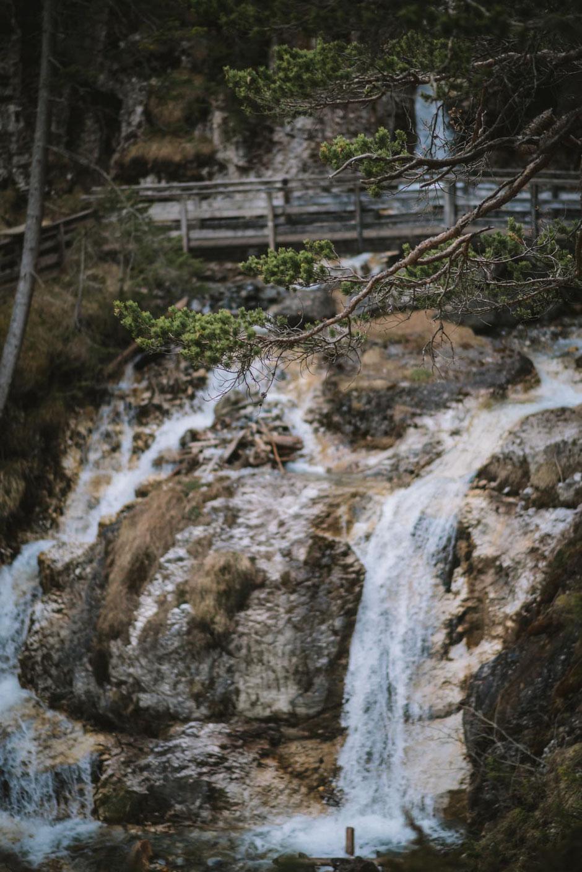 Wandertipp Tirol, Trins im Gschnitztal, ein Seitental des Wipptal: Rundwanderung zur Aussichtsplattform Adlerblick und Sarnthein Wasserfall, ein Ausflugsziel für die ganze Familie