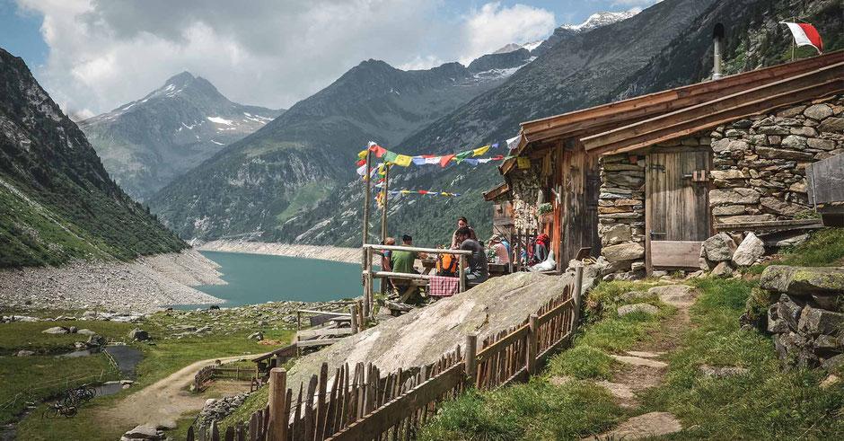 noch mehr Highlights für deinen Urlaub in Tirol findest du auf www.mountain-hideaways.com #mountainhideaways #tirol #zillertal #wandertipp #kleintibet #bergsee