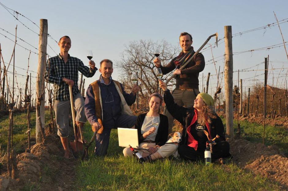 Unser Powerteam – Fanda – Harald – Viktoria – Laurin – Nancy und unser first wine dog Luna