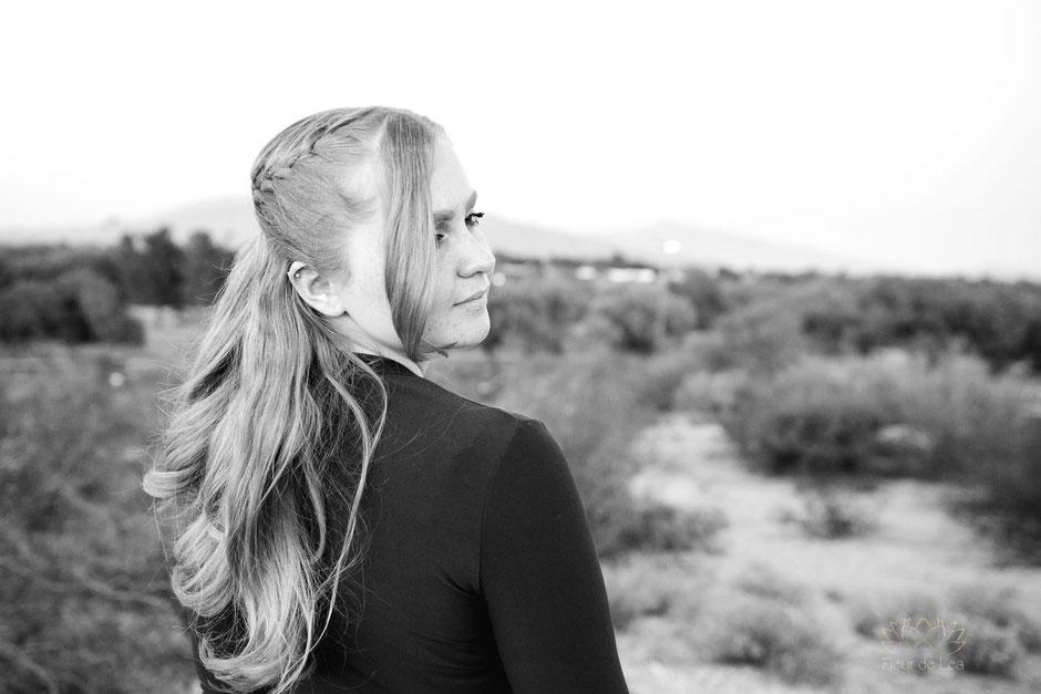 black and white of senior girl. Fleur de Lea Photography