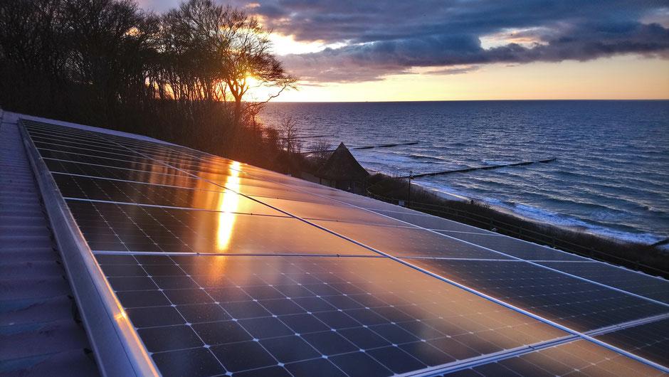 PV-Anlagenerweiterung in 2019 mit 14,715 kWp Sunpower Modulen in Verbinung mit dem Solaredge Wechselrichtersytem auf dem Norddach