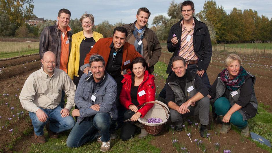 Photo Léonard Eric. Des chefs, des Artistes, tous avec le Safran de Cotchia pour une récolte de safran dans la bonne humeur, ( bonne humeur et safran...)