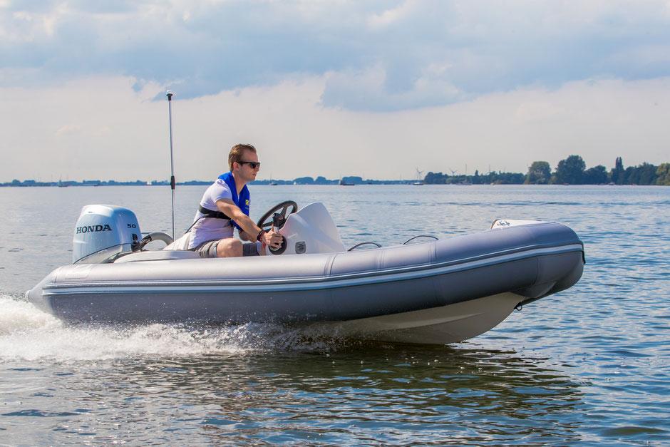 Zodiac Yachtline 400 Deluxe RIB for sale te koop - Rubberboot Holland Aalsmeer - Zodiac Nederland