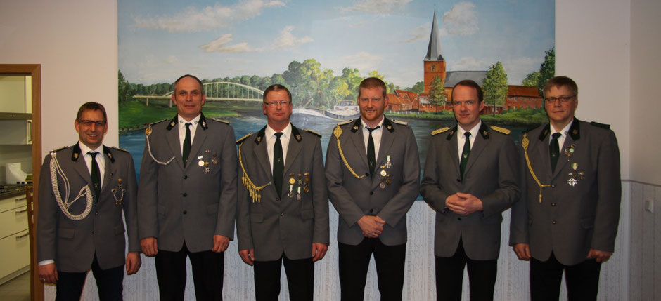 v.l.: Hauptmann Jürgen Krüssel, 2. Vors. Stephan Collmann, 1. Vors. Gerd Kos, Schriftführer Markus Gerdes, Kassenwart Jan-Dirk Beckmann, Oberst Holger Hertel