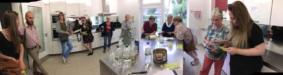 Küche im Gemeindehaus mit vielen Menschen