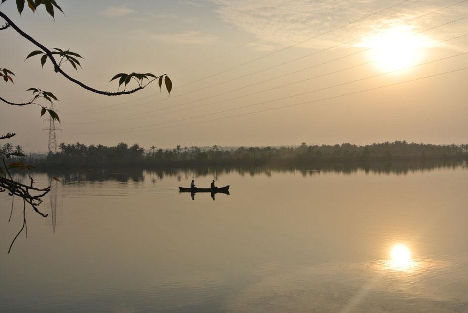 漁師たちは夜から早朝にかけてが漁の時間。