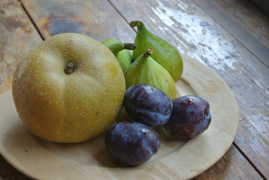 オージャスいっぱいの新鮮ピカピカの果物。