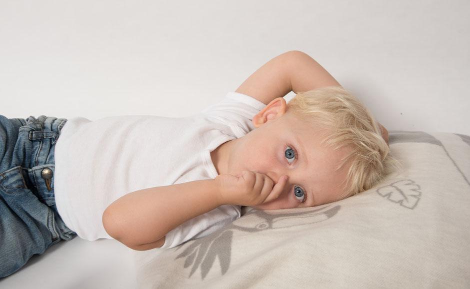 Babydecke grau aus Bio-Baumwolle fair produziert in Deutschland. Weich, kuschelig und pflegeleicht. Krabbeldecke und Geschenk zur Geburt.