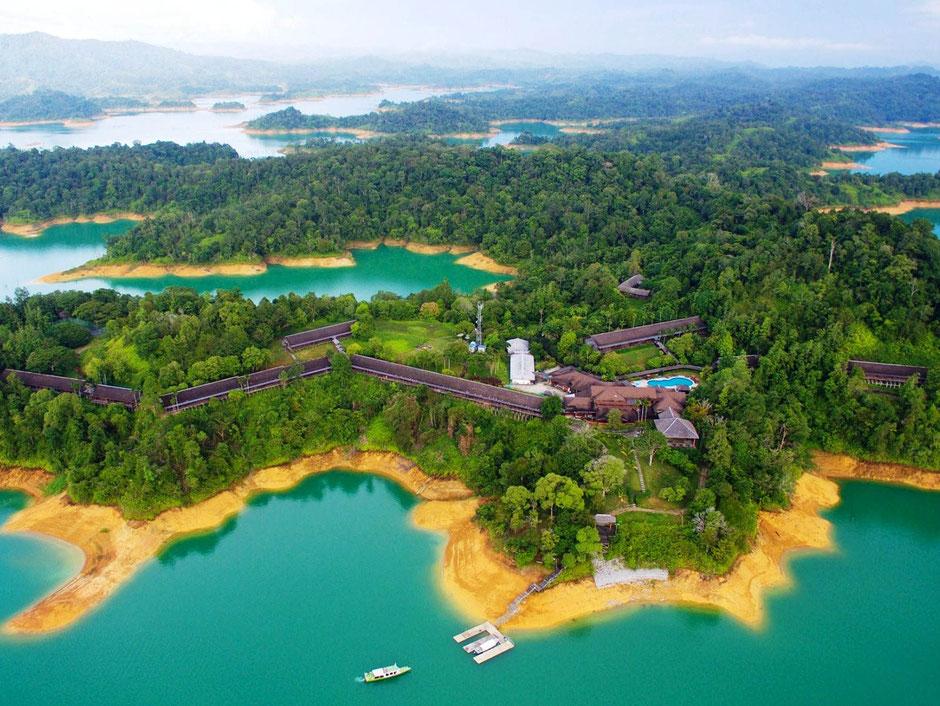 Het mooie Batang Ai meer in Sarawak op Borneo