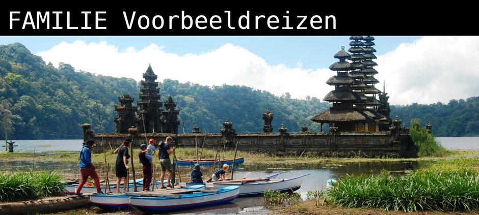 Gezin maakt boottocht op het Tamblingan meer op Bali
