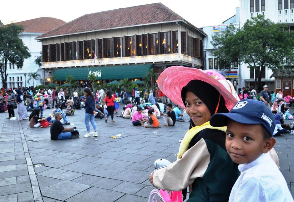 Het gezellige Fatahillah plein in Jakarta