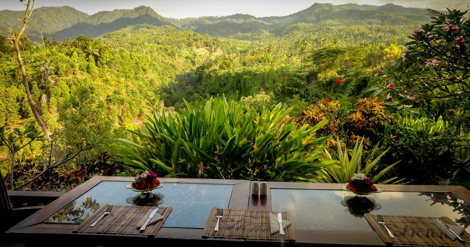 Fantastisch uitzicht over de groene vallei van Sambangan vanuit het Shanti Sambangan hotel