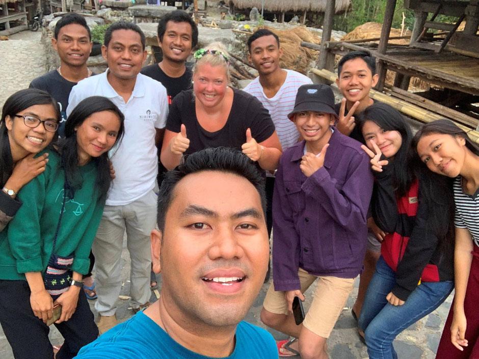 Vrijwilligers van het English goes to Kampung project op Sumba
