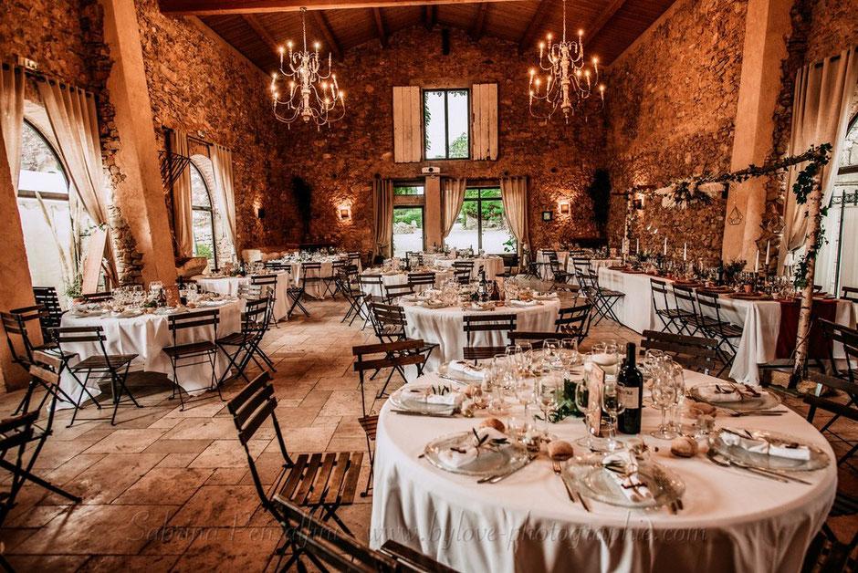 Décoration rustique champêtre chic salle de réception chateau occitanie