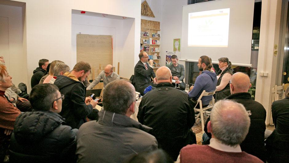 """Im studentischen Projektraum """"in:takt"""" auf dem Breiten Weg in Magdeburg fand eine gut besuchte öffentliche Diskussionsveranstaltung zum Projekt """"Grüner Stadtmarsch"""" statt. Foto: agentur pre(s)tige"""