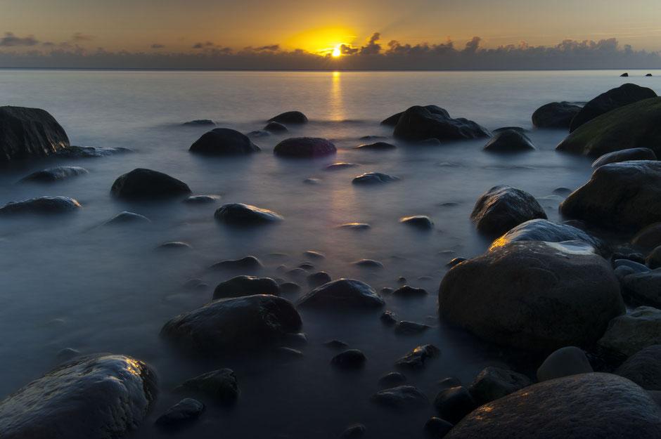 U zet de stip op de horizon, wij zijn graag uw rots in de branding © TekstEnPlaat.nl, Jan-Kees de Meester