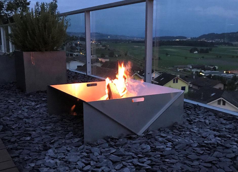 metalfisters eckige Feuerschale aus rostfreiem Edelstahl