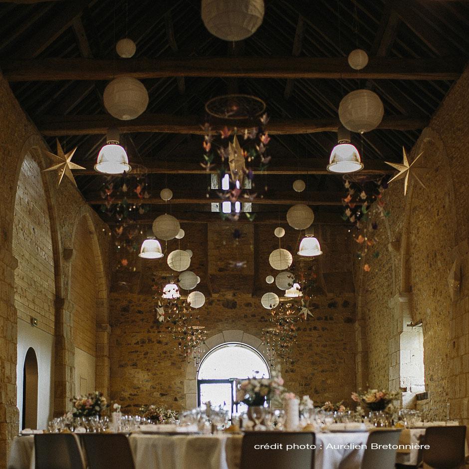 Décoration de mariage sur le thème Champêtre/Geek à la Grange d'Espin : Origami, Grue, Mobile, Boule Chinoise, Décoration de Table