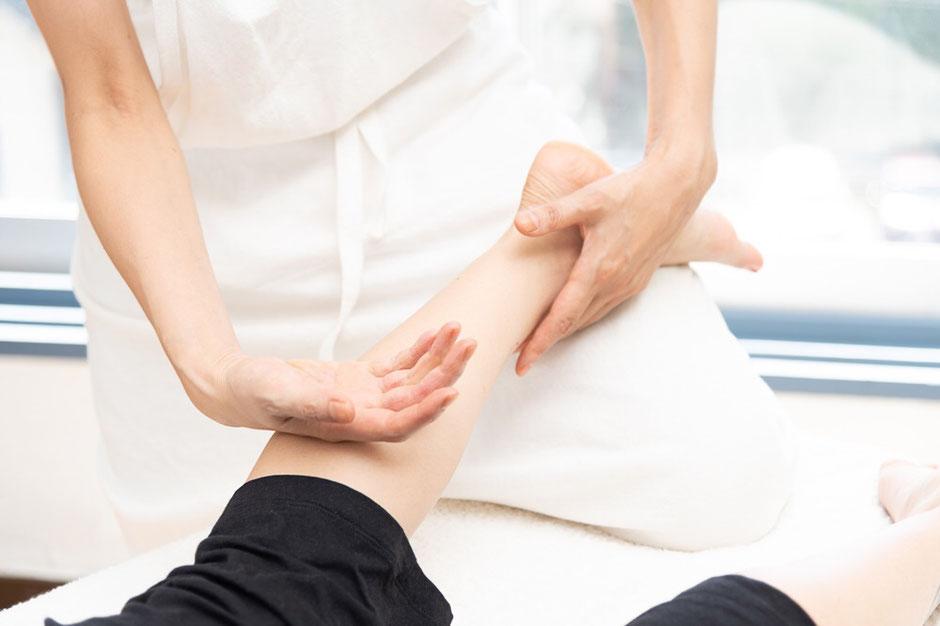 中国式整体推拿 こん法を使ったスイナ整体 気功 瞑想 呼吸法を駆使した技術 ヒーリングタッチ